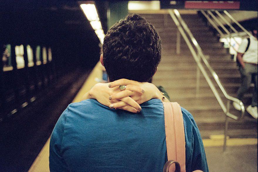 passion between couples 5a84c26fe90e3 - Публічні прояви почуттів:  Фото жителів Нью-Йорка - Заборона
