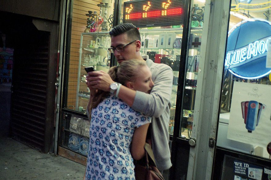 passion between couples 5a84c409b8025 - Публічні прояви почуттів:  Фото жителів Нью-Йорка - Заборона