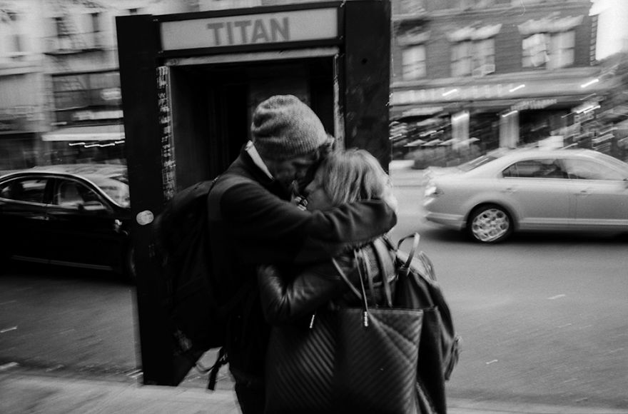 passion between couples 5a84c61c5efc1 - Публічні прояви почуттів:  Фото жителів Нью-Йорка - Заборона