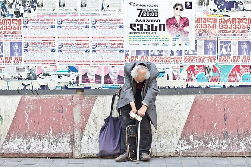 This project has been held during one year 5a8dd92c83728  880 - Людина, яку не помічає суспільство: Фотопроект довжиною в рік - Заборона