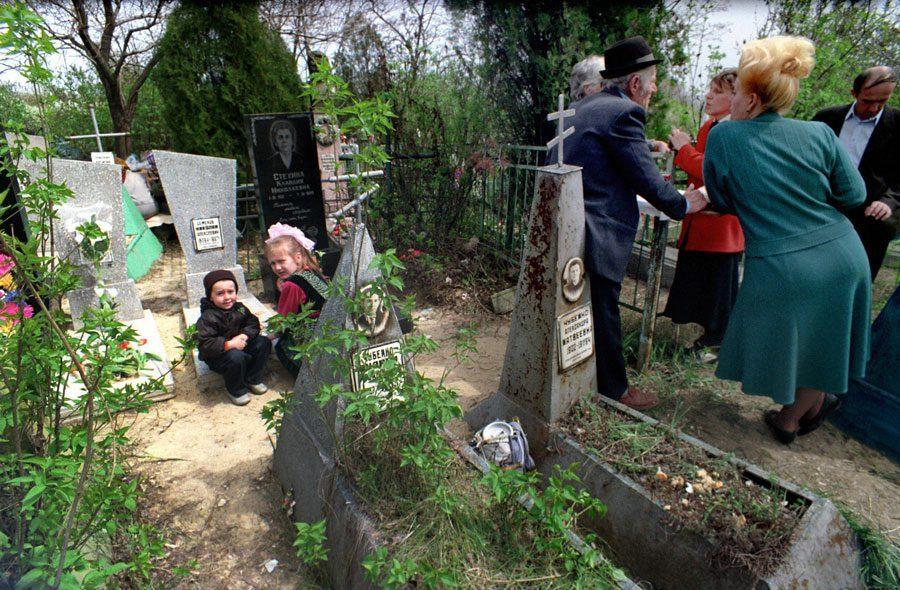 Lugansk 1995 139 - «Пасха»: Луганські традиції в об'єктиві Олександра Чекменьова - Заборона