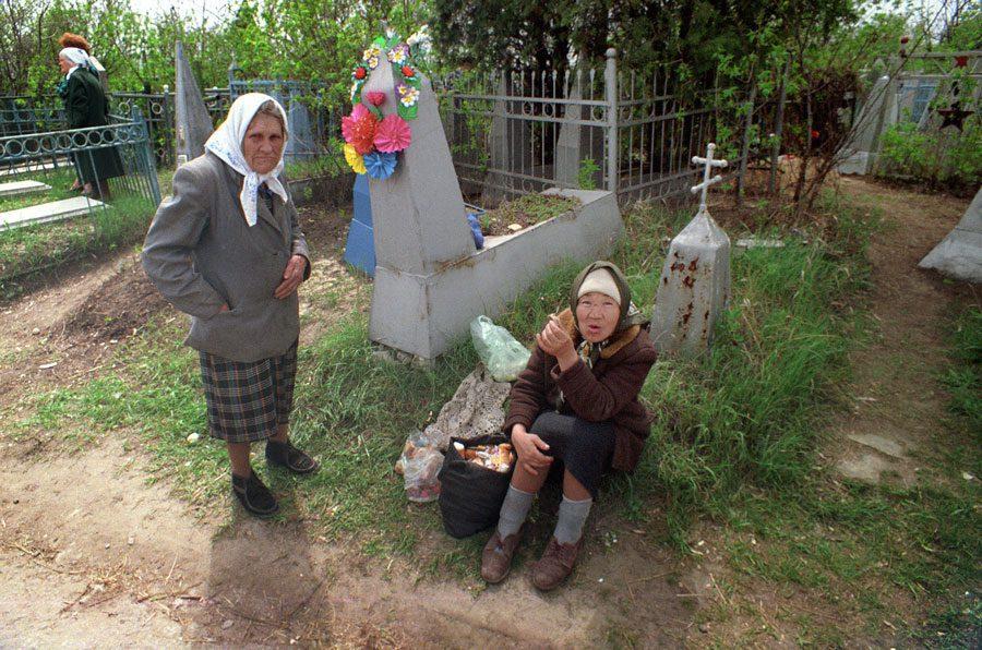 Lugansk 1995 140 - «Пасха»: Луганські традиції в об'єктиві Олександра Чекменьова - Заборона