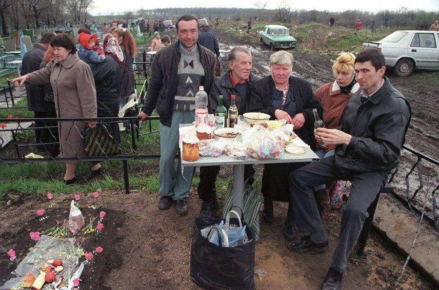 Lugansk 1996 275 - «Пасха»: Луганські традиції в об'єктиві Олександра Чекменьова - Заборона