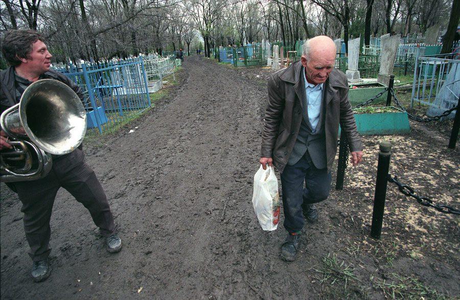 Lugansk 1996 276 - «Пасха»: Луганські традиції в об'єктиві Олександра Чекменьова - Заборона