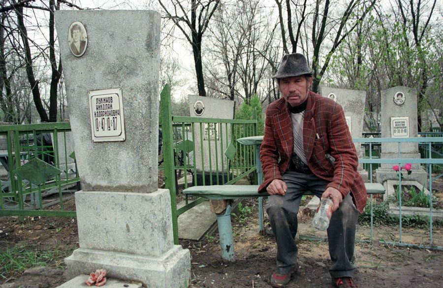 Lugansk 1996 278 - «Пасха»: Луганські традиції в об'єктиві Олександра Чекменьова - Заборона