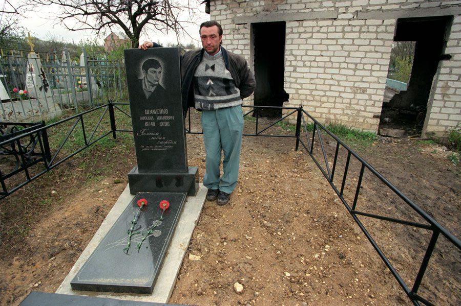 Lugansk 1996 296 - «Пасха»: Луганські традиції в об'єктиві Олександра Чекменьова - Заборона