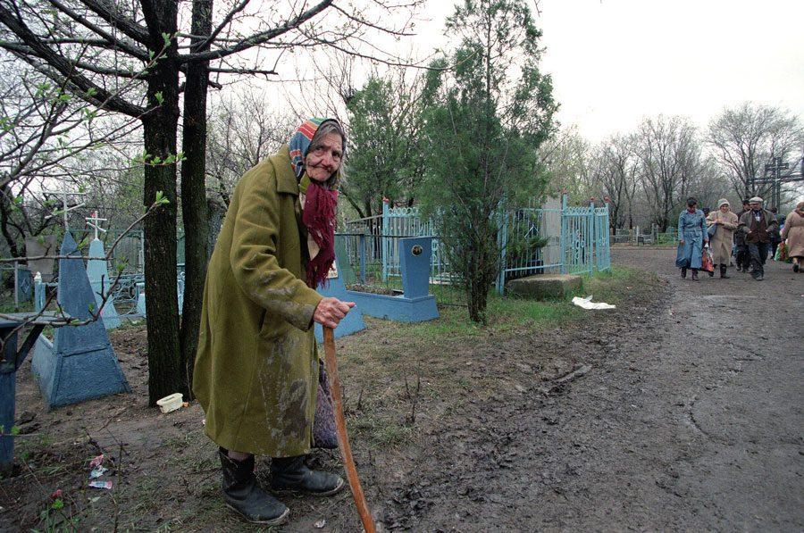 Lugansk 1996 297 - «Пасха»: Луганські традиції в об'єктиві Олександра Чекменьова - Заборона