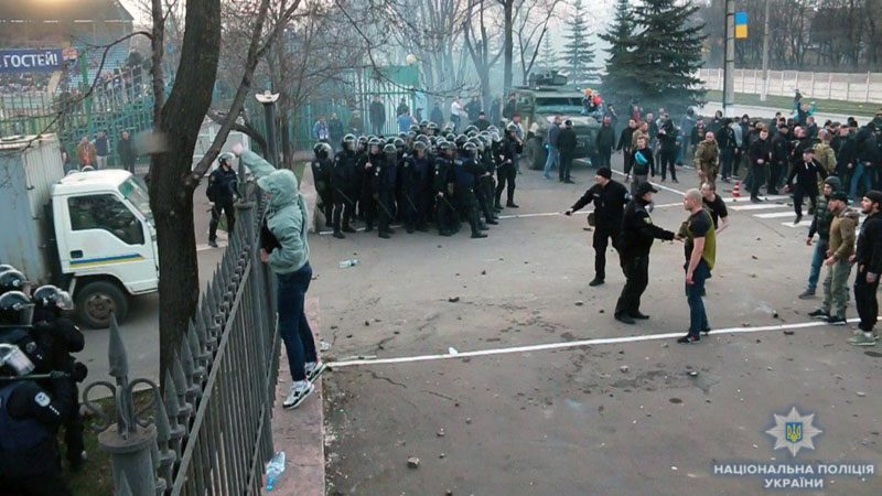 photo 2018 04 01 21 27 07 - Кривавий футбол: У Маріуполі постраждало дев'ять поліцейських - Заборона