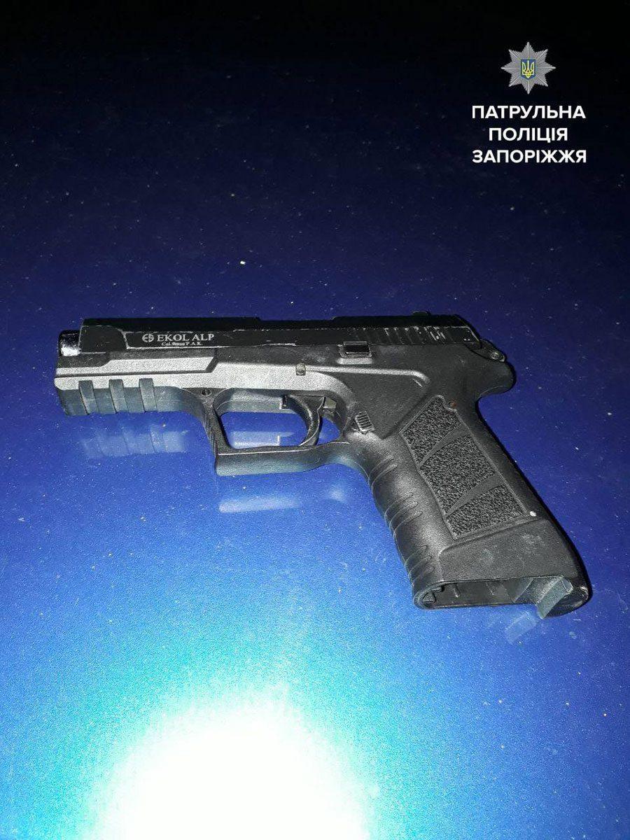 policia 9 - «Предмет, схожий на...»: Арт-фото у аккаунті Патрульної поліції - Заборона