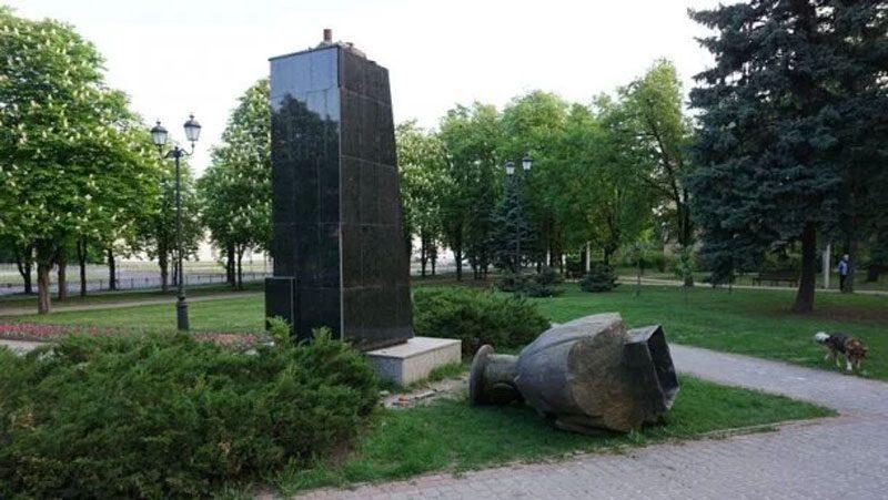 07052018 news 3 - В Харкові «декомунізували» пам'ятник Жукову. Кернес проти - Заборона