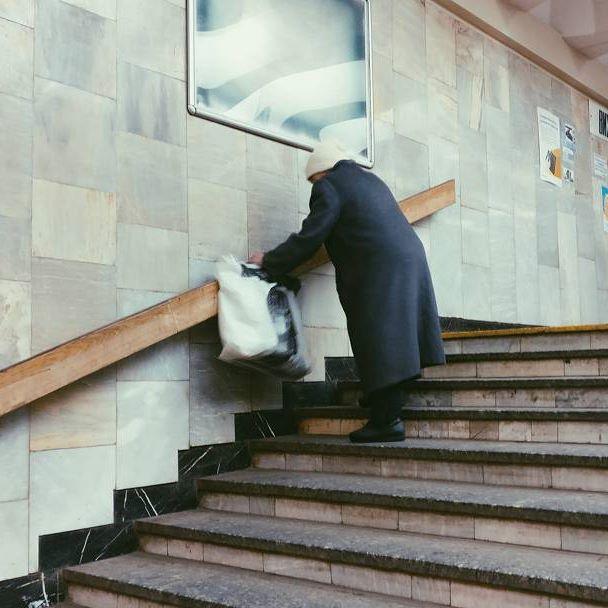 27581165 374227279716176 5678300816646078464 n - «Сука-життя»: Жителі вулиць Києва в Instagram - Заборона