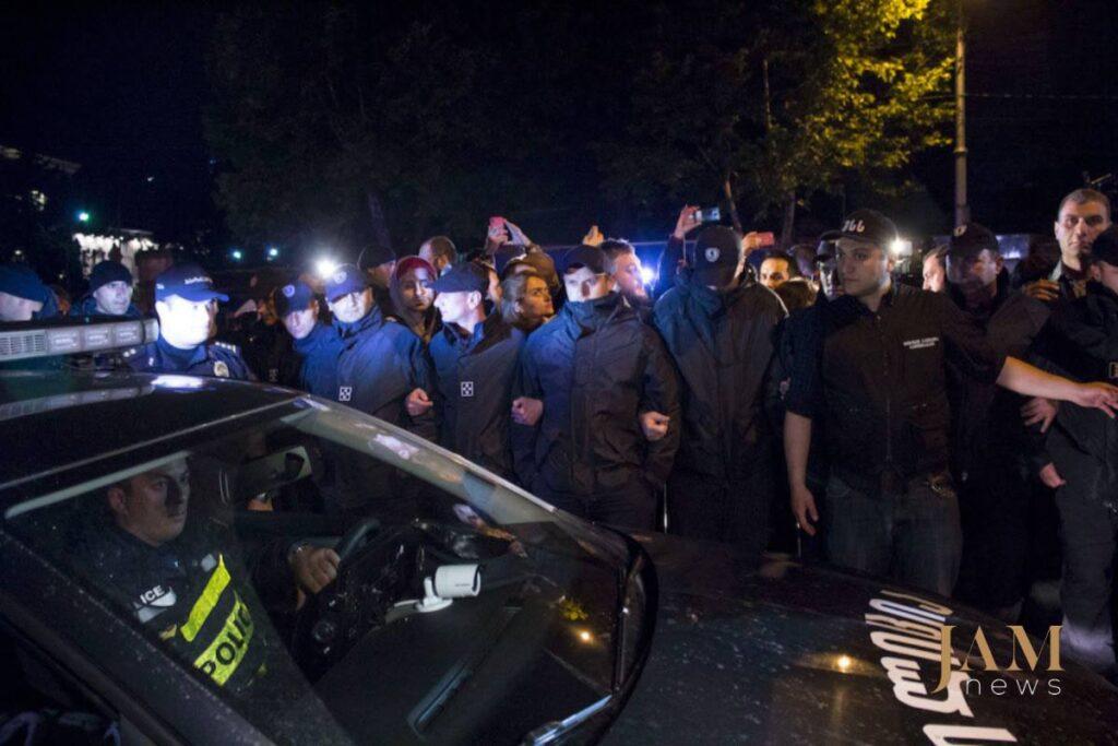32281392 1818736081498102 247127629323304960 o 1024x683 - Рейв під парламентом: Як у Тбілісі борються за улюблений клуб - Заборона