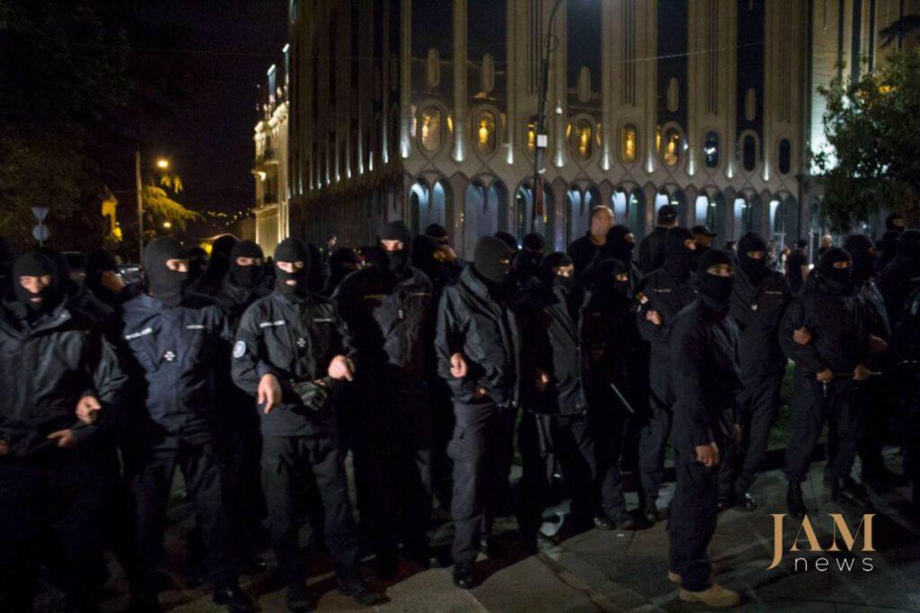 32290715 1818736138164763 8207749035994382336 o 1024x683 - Рейв під парламентом: Як у Тбілісі борються за улюблений клуб - Заборона