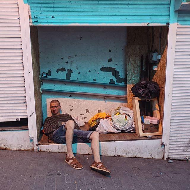 32754423 2024181514469100 8271380385233895424 n - «Сука-життя»: Жителі вулиць Києва в Instagram - Заборона