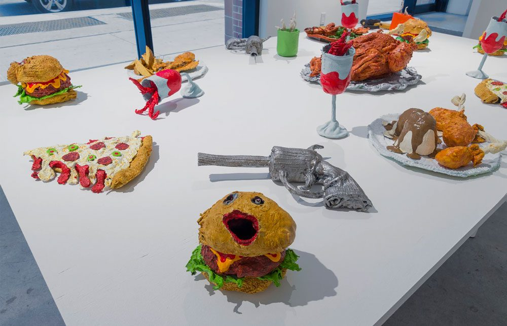 nightmarish burger 7 - Художник глузує з Трампа за допомогою шкарпеток - Заборона
