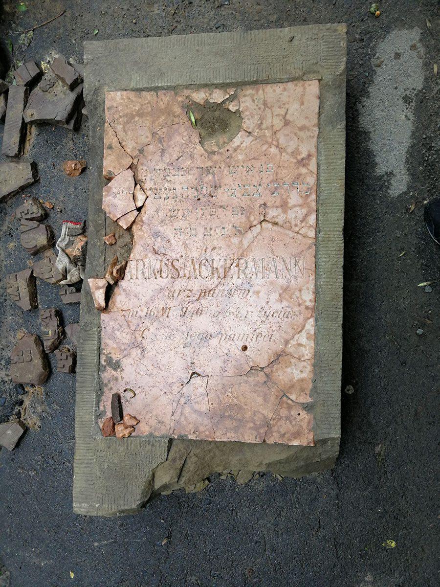 IMG 20180623 165900 - У Львові під час ремонту дороги знайшли десятки єврейських надгробків - Заборона