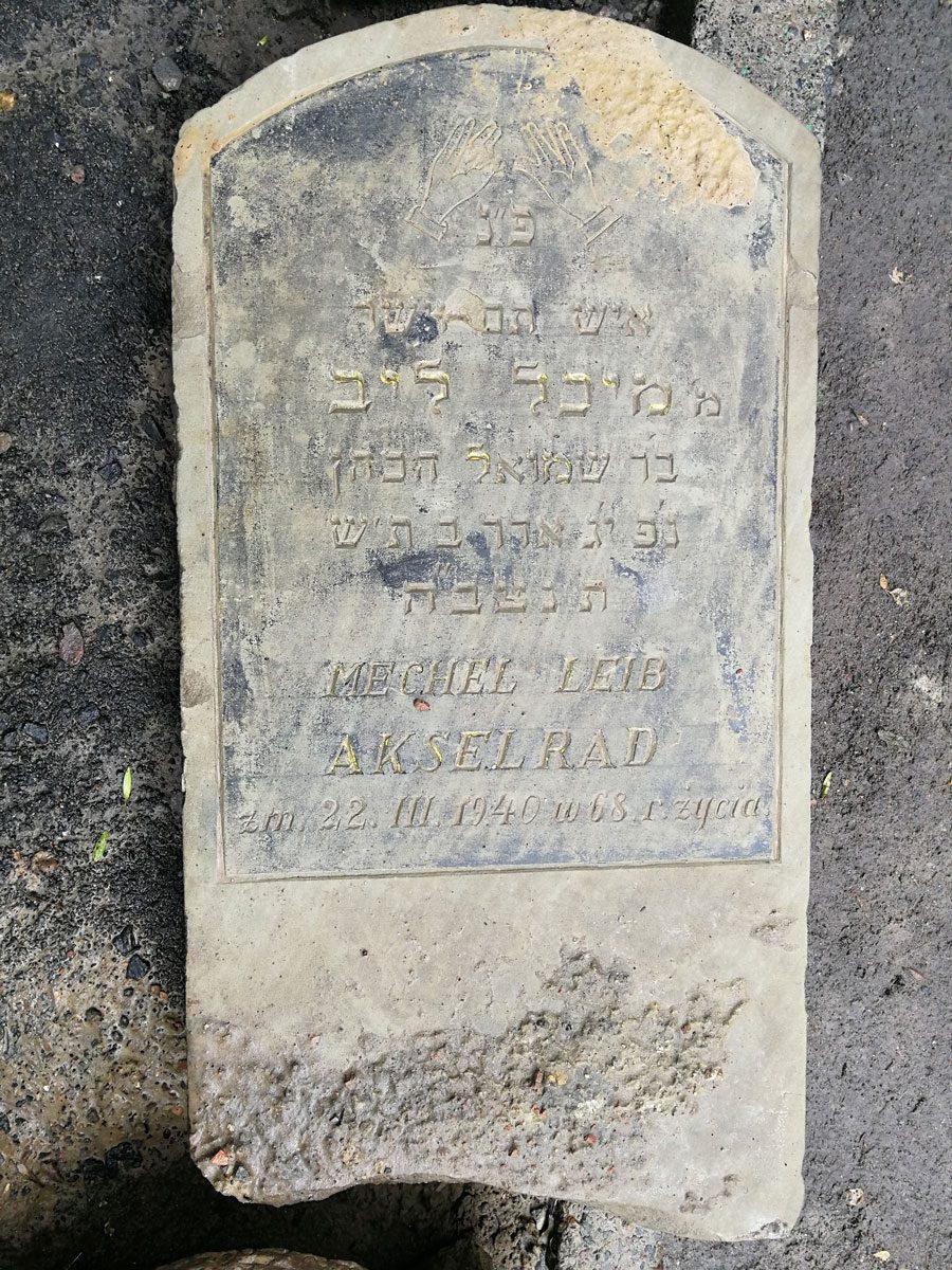 IMG 20180623 165944 - У Львові під час ремонту дороги знайшли десятки єврейських надгробків - Заборона