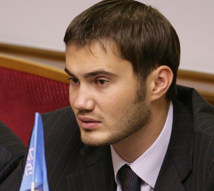 08082018 news 3 2 - На кладовищі Севастополя знайшли бюст Януковича-молодшого - Заборона