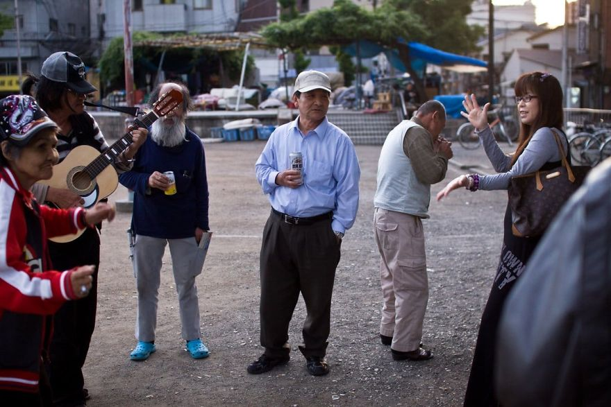 12 5 5b51d72ba1b18  880 - Бідні, щасливі та п'яні: як живуть мешканці японських нетрів - Заборона