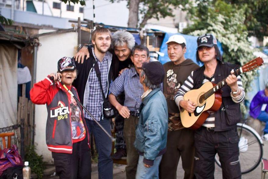 1454609 10201872411083483 591416562 n 5b51d7315a053  880 - Бідні, щасливі та п'яні: як живуть мешканці японських нетрів - Заборона