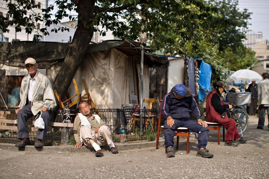 3 5 5b51d713d53ef  880 - Бідні, щасливі та п'яні: як живуть мешканці японських нетрів - Заборона