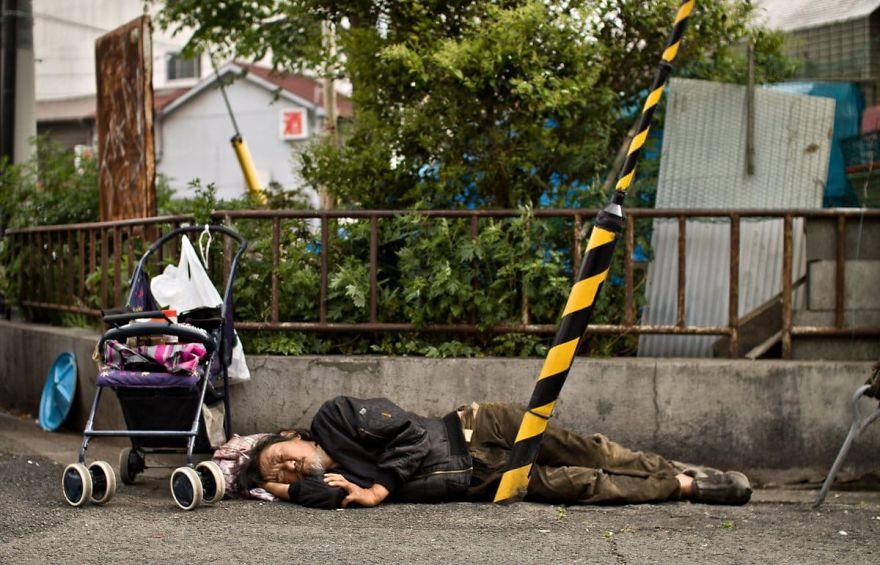 5 4 5b51d719c2cb5  880 - Бідні, щасливі та п'яні: як живуть мешканці японських нетрів - Заборона