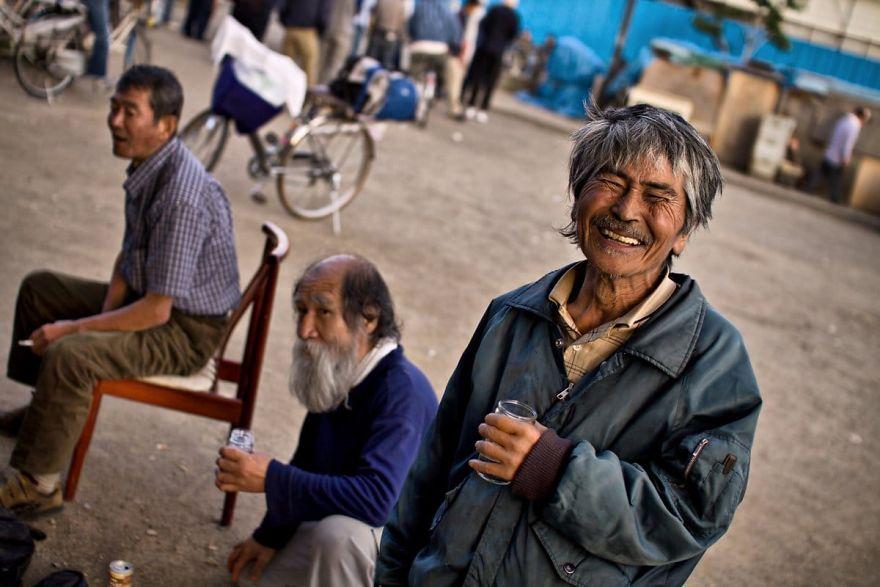 6 4 5b51d71c7a797  880 - Бідні, щасливі та п'яні: як живуть мешканці японських нетрів - Заборона