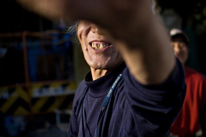 8 4 5b51d721385a4  880 - Бідні, щасливі та п'яні: як живуть мешканці японських нетрів - Заборона