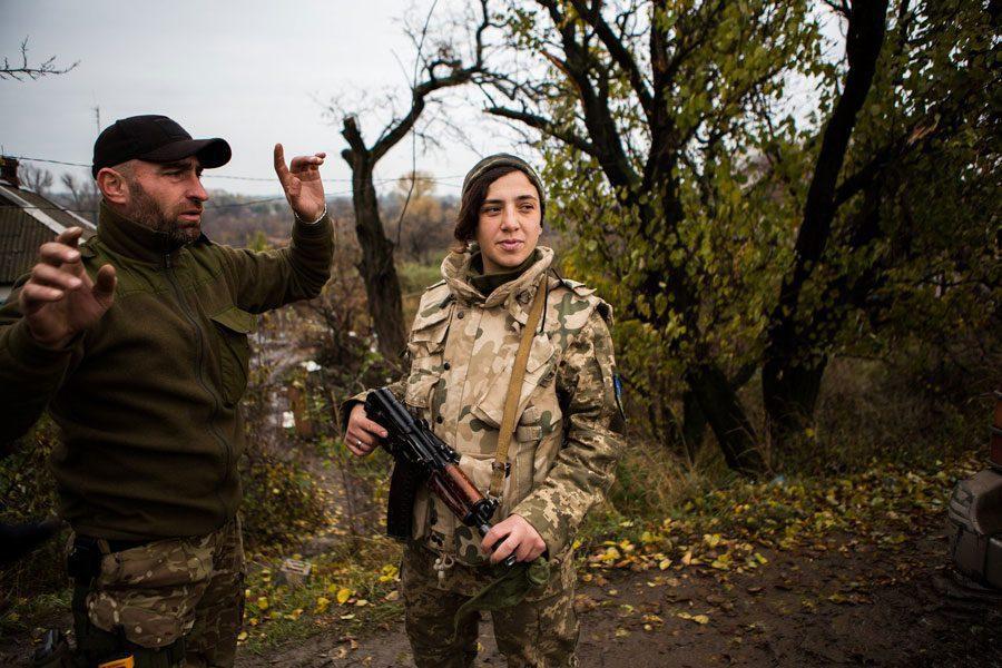 tesinsky 11 - Чеський фотожурналіст показав жінок на війні в Україні - Заборона