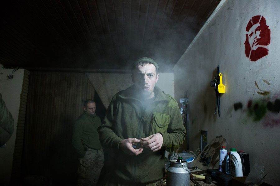 tesinsky 12 - Чеський фотожурналіст показав жінок на війні в Україні - Заборона