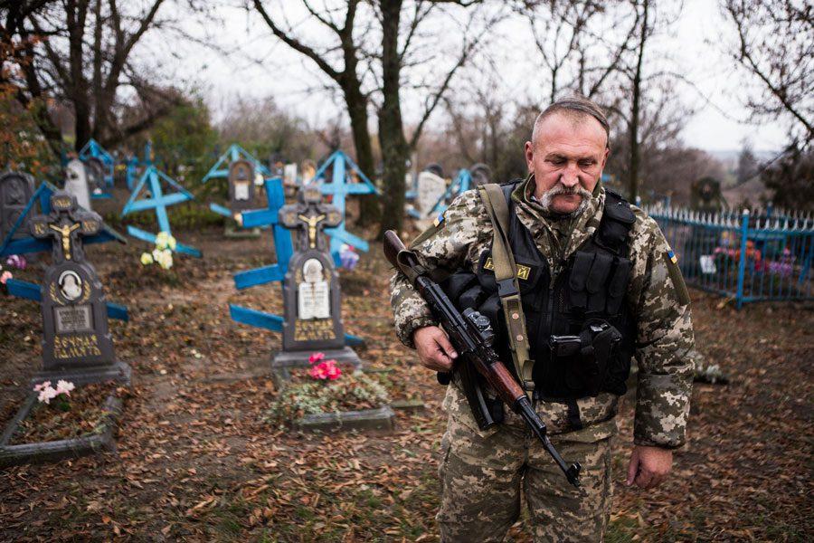 tesinsky 14 - Чеський фотожурналіст показав жінок на війні в Україні - Заборона