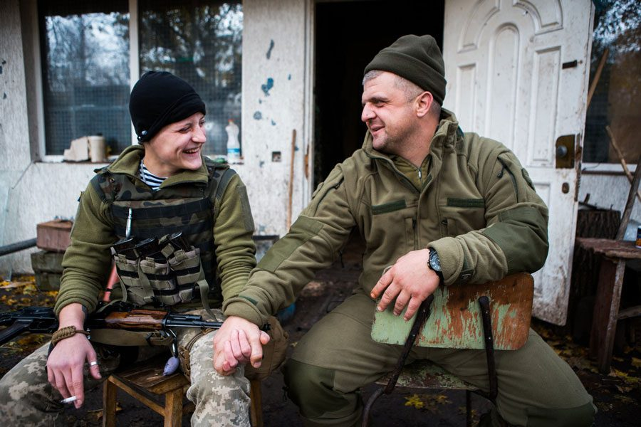 tesinsky 15 - Чеський фотожурналіст показав жінок на війні в Україні - Заборона