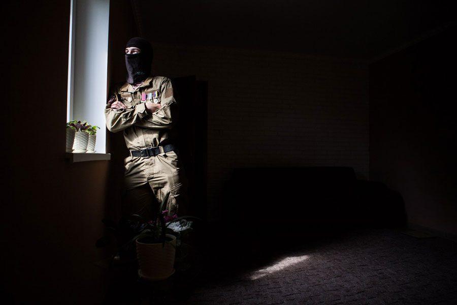 tesinsky 20 - Чеський фотожурналіст показав жінок на війні в Україні - Заборона