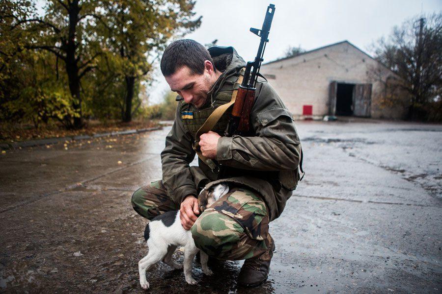 tesinsky 3 - Чеський фотожурналіст показав жінок на війні в Україні - Заборона