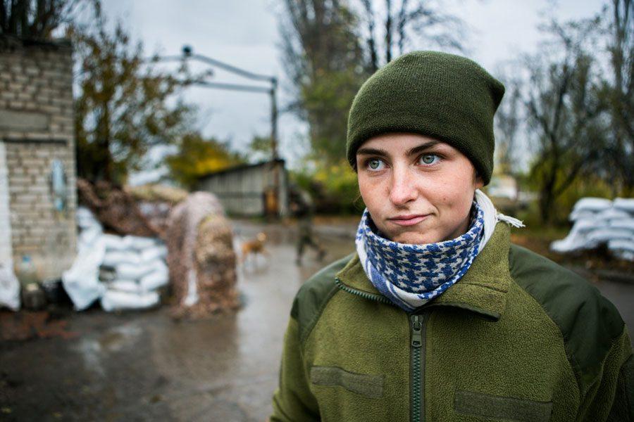 tesinsky 6 - Чеський фотожурналіст показав жінок на війні в Україні - Заборона