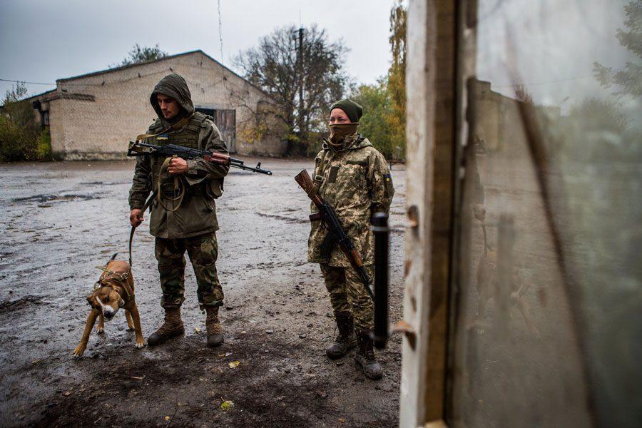 tesinsky 7 - Чеський фотожурналіст показав жінок на війні в Україні - Заборона