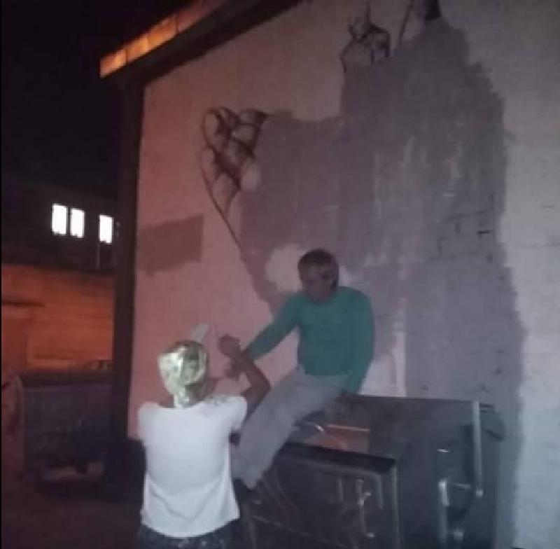 40833740 962559697257143 2387483955189252096 n e1536144145291 - Протест: У Харкові зафарбували мурал Гамлета. Тепер на стіні з'явилось слово «Х*й» - Заборона