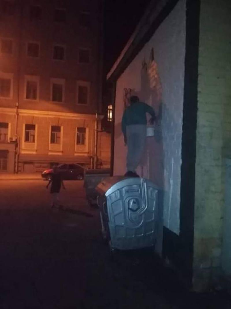 40931010 962559690590477 6404278155141447680 n - Протест: У Харкові зафарбували мурал Гамлета. Тепер на стіні з'явилось слово «Х*й» - Заборона