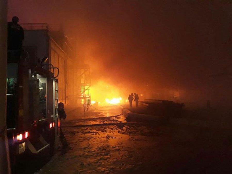 01 1 - Під Одесою сталась пожежа на заводі. Її ліквідували, жертв немає - Заборона
