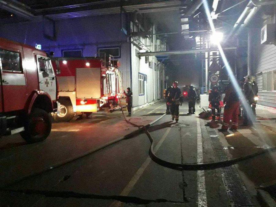 03 1 - Під Одесою сталась пожежа на заводі. Її ліквідували, жертв немає - Заборона