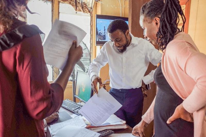 28122018 news 1 5 - «Янгольський проект»: чоловік, що таємно сплачує лікарняні рахунки - Заборона