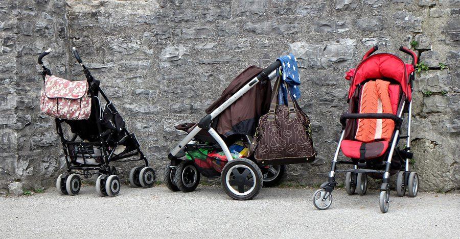 baby carriage 891080 1280 - Температура тижня. Побиття у райвідділі, булінг та туалет на вулиці - Заборона