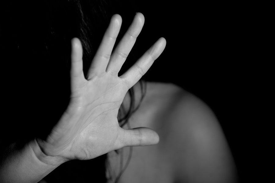 hand 1832921 1280 - 10 (не)офіційних заборон для жінок і кампанії, що з ними борються - Заборона