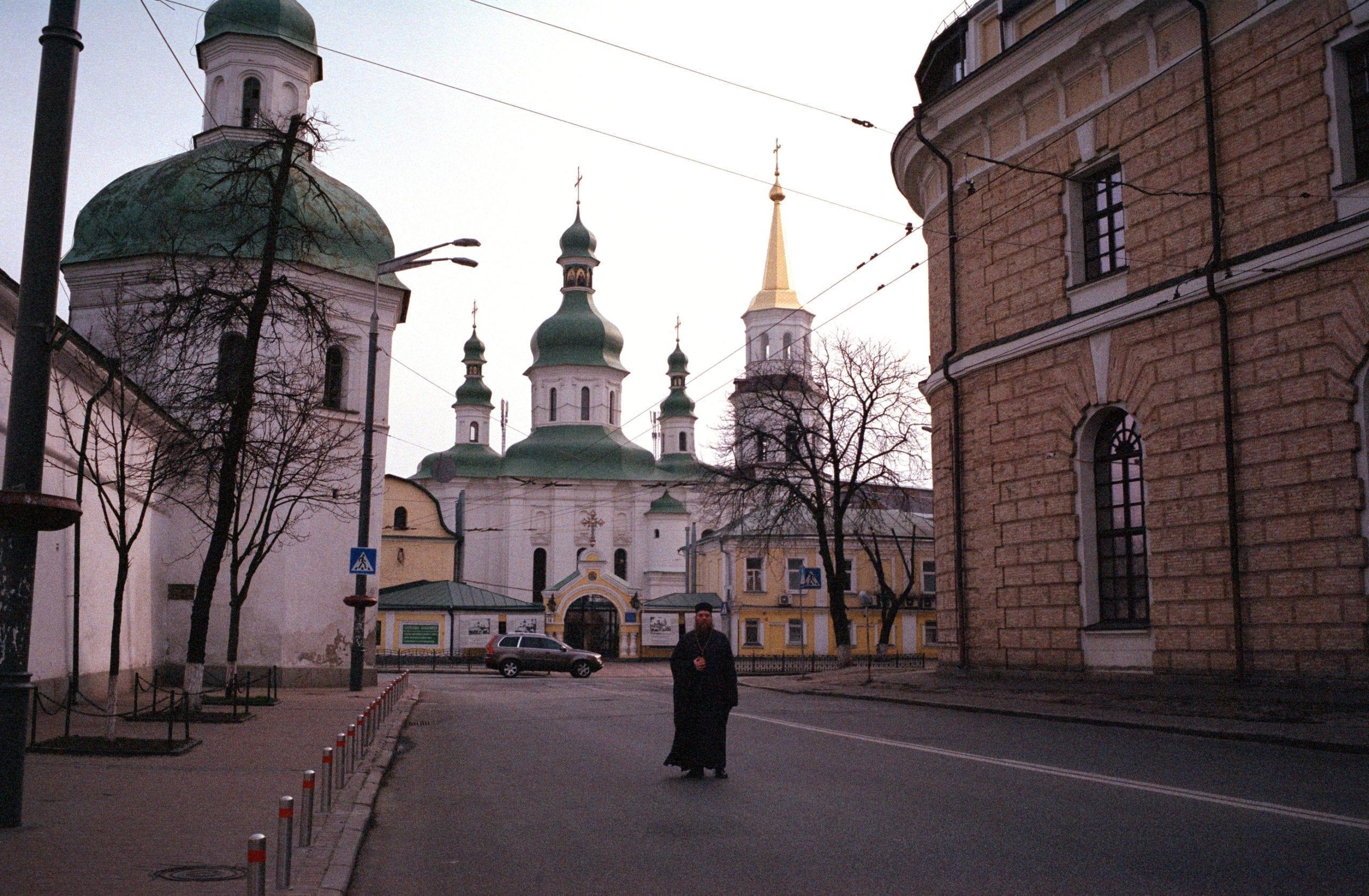 2020 04 07 0044 scaled - <b>Квир-священник.</b> История непризнанного киевского «епископа» – единственного в Украине священнослужителя, который открыто поддерживает геев - Заборона