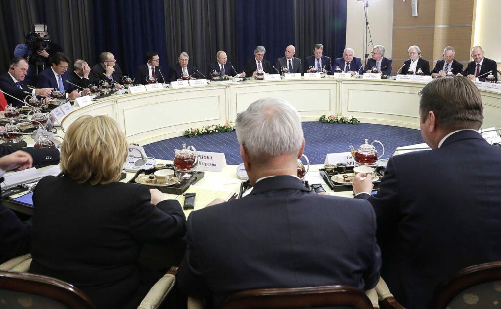 German business agai 63607033 1024x632 - <b>Коронавирус меняет геополитические расклады в мире.</b> Демократию может сменить авторитаризм, за лидерство борются Китай и Россия - Заборона