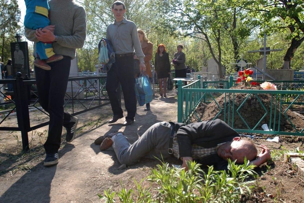 andrij gorb 01 1024x683 - <b>В Україні тривають Гробки, коли люди влаштовують трапези на цвинтарях.</b> Пояснюємо, що це за традиція - Заборона