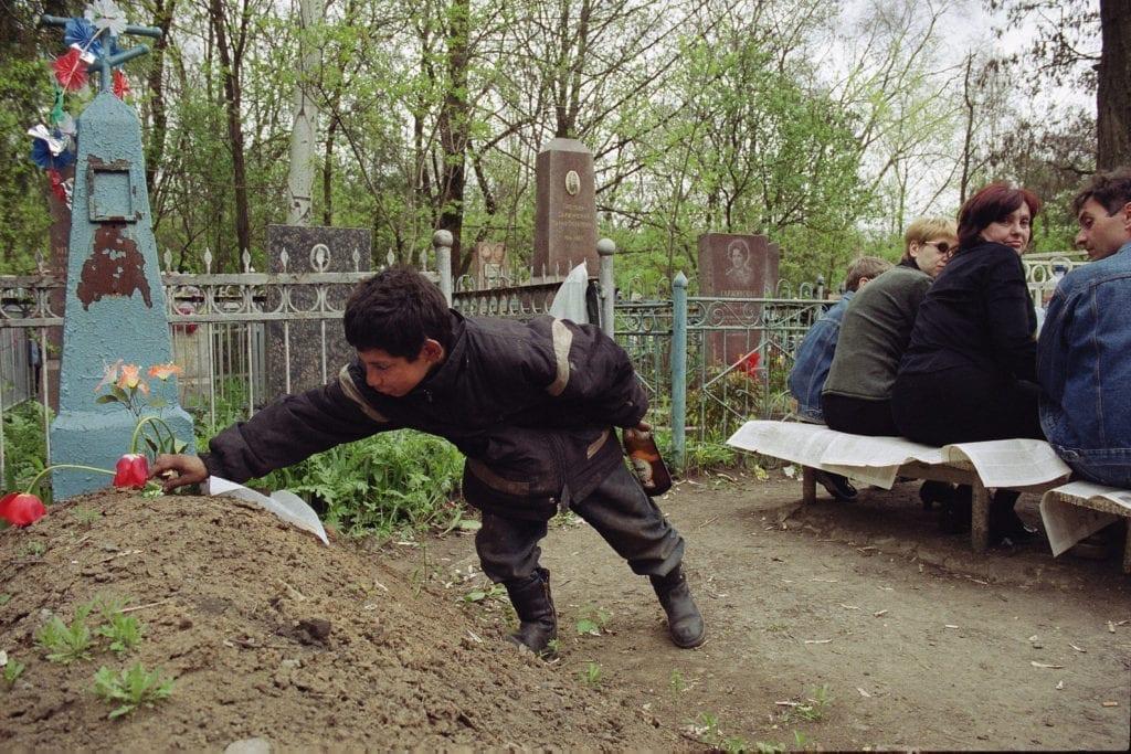 andrij gorb 04 1024x683 - <b>В Украине проходят Гробки, когда люди устраивают трапезы на кладбищах.</b> Объясняем, что это за традиция - Заборона