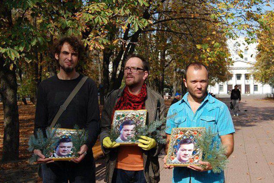 5 akcziya «okrestnыj hod» ta «ikona yanukovycha» foto yevgena sulymenka - <b>Луганськ, якого немає.</b> Репортаж Заборони про підпільну культуру найсхіднішого міста країни - Заборона