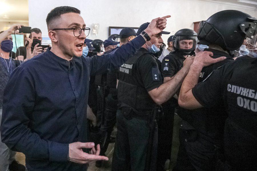 foto konstantyn chernychkyn - <b>В Україні порушують кримінальні справи проти колишнього президента та активістів.</b> Це вже політичні переслідування чи ще ні? - Заборона