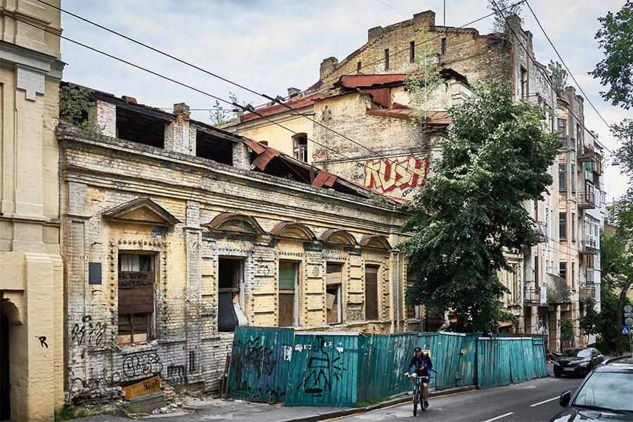2 7 - <b>Упродовж 25 років математик рятує історичну пам'ятку в центрі Києва.</b> Влада міста каже, що він заважає - Заборона
